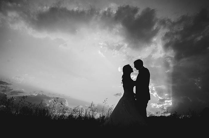 fotografie creativa de nunta, siluete mire si mireasa, fotograf nunta profesionist, fotograf nunta mures, fotograf nunta Reghin, foto video nunta, sedinta foto dupa nunta, sedinta foto TTD, trash the dress, echipa profesionala foto video nunta, filmari aeriene, Studio Arten,