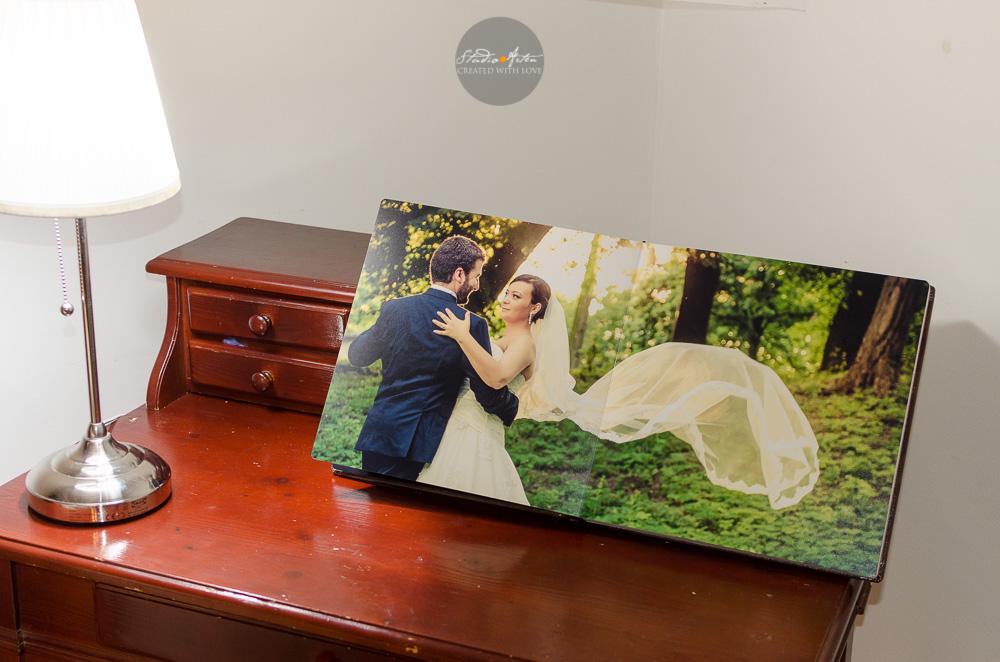 Fotografie pe intrega pagina in albumul de nunta. Full size wedding picture. Album elegant de nunta cu coperta din piele, pagini cartonate.