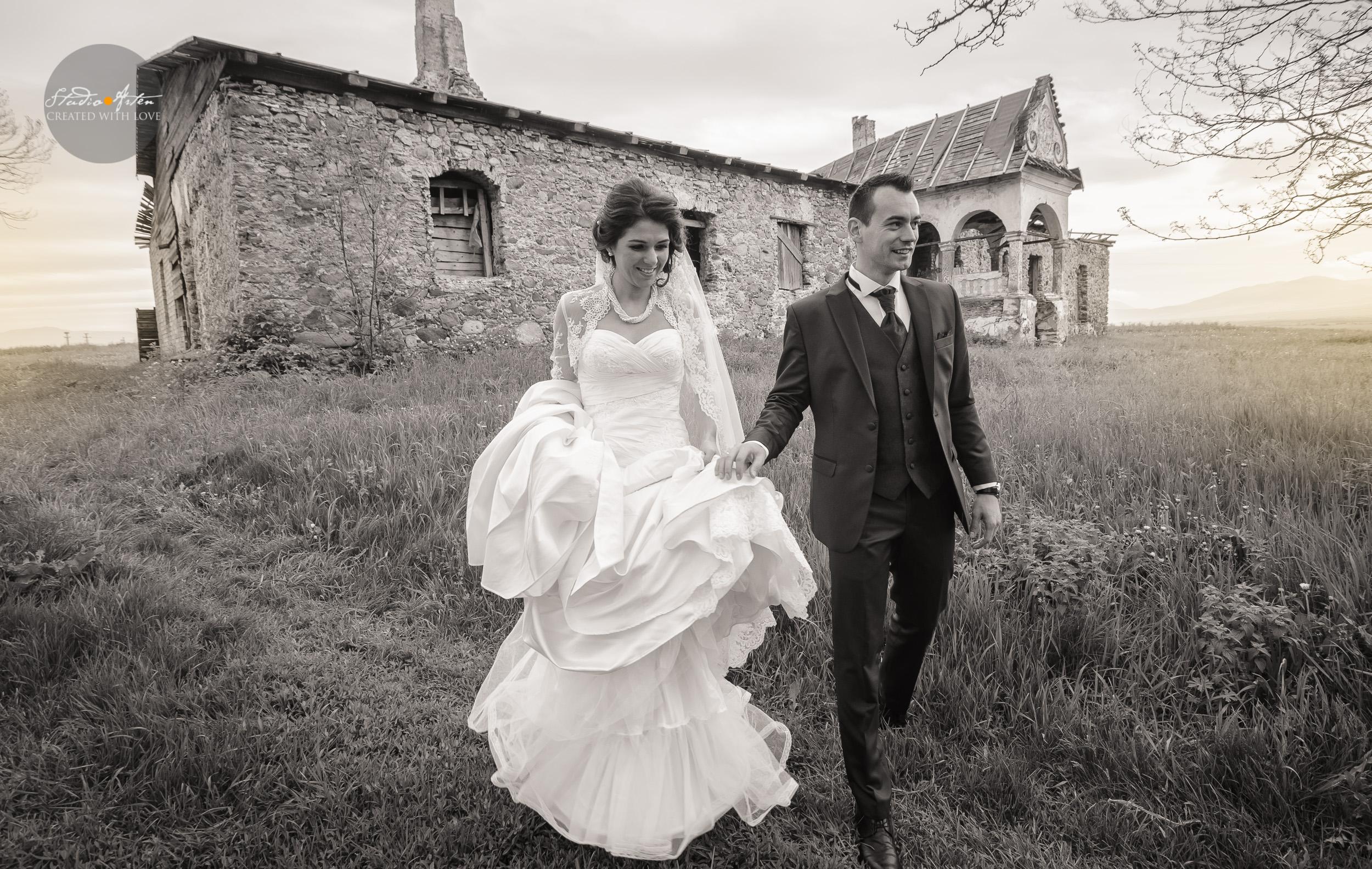 Thrash The Dress, fotosedinta dupa nunta, foto nunta alb negru, castel, ruine,