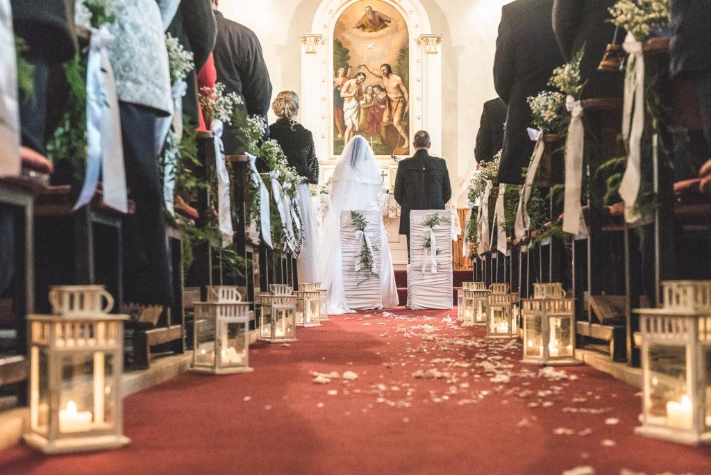 wedding picture, esküvői kép, poze nunta, wedding dress, menyasszonyi ruha, rochia de mireasa, rochie de mireasa,mirele si mireasa in biserica, bride and groom in church, inside church, templomi esküvő,