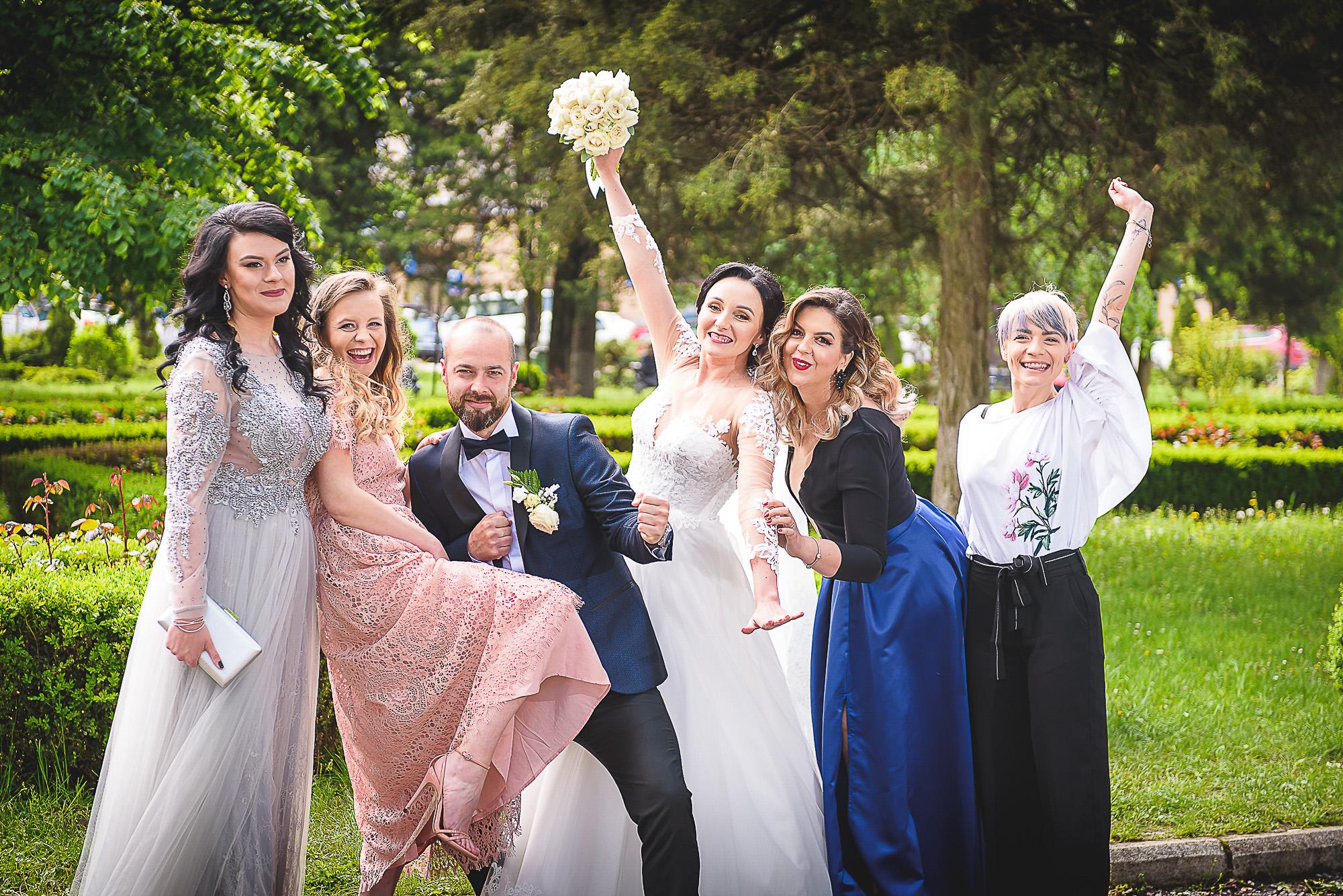 distractie in parc, fotosedinta distractiva, fotografie creativa de nunta, fotograf nunta mures, foto nunta reghin, foto video reghin, foto video nunta mures