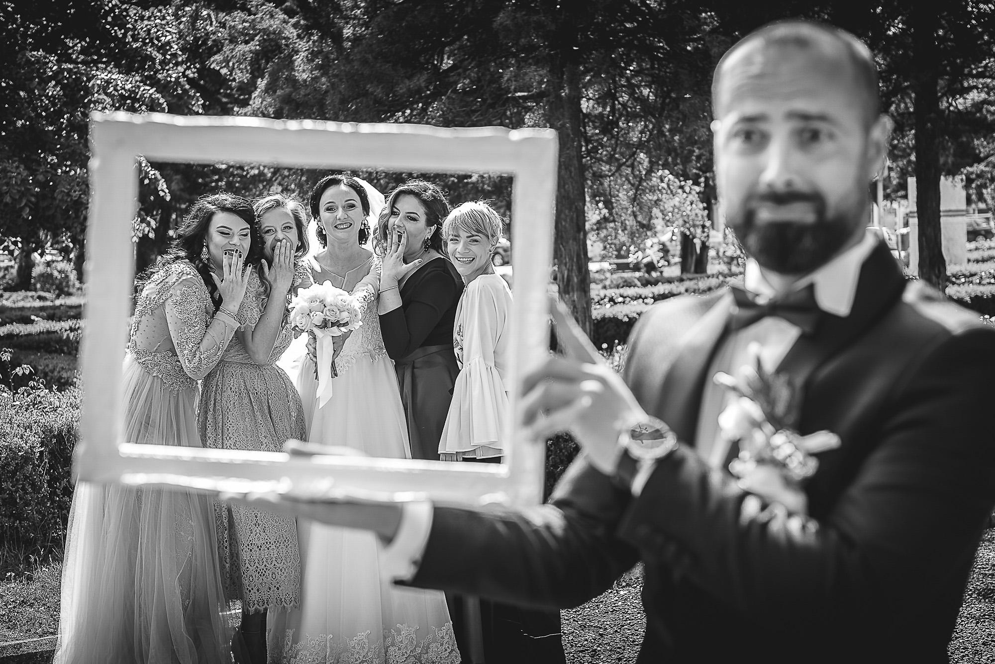 distractie in parc, fotosedinta distractiva, domnisoarele de onoare, fotografie creativa de nunta, fotograf nunta mures, foto nunta reghin, foto video reghin, foto video nunta mures