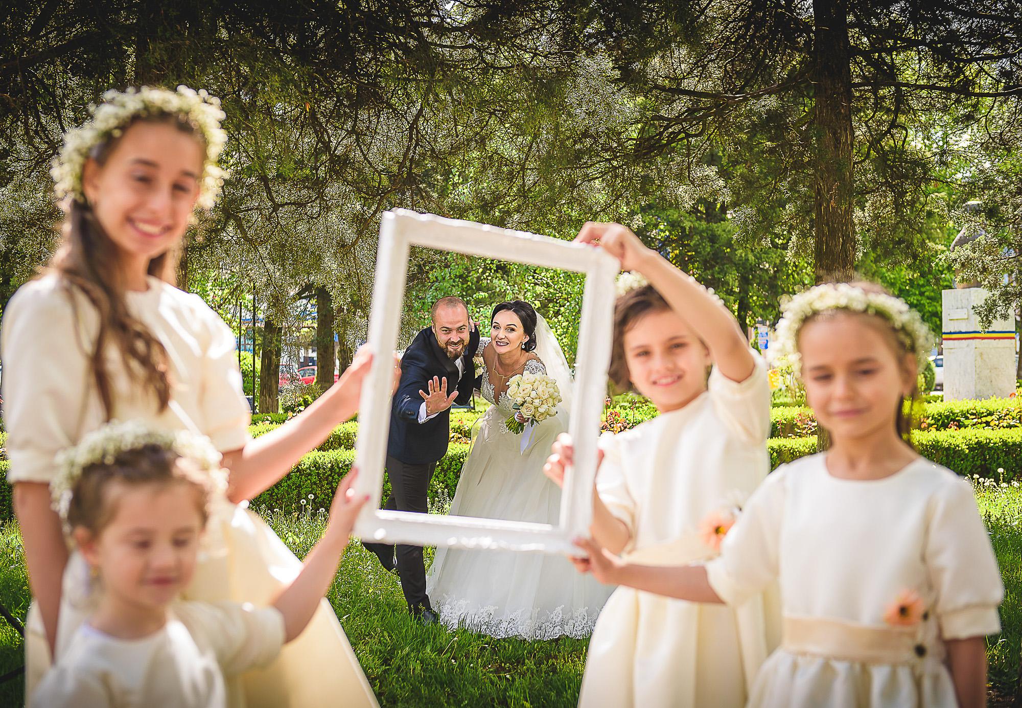 domnisoarele de onoare, distractie in parc, fotosedinta distractiva, fotografie creativa de nunta, fotograf nunta mures, foto nunta reghin, foto video reghin, foto video nunta mures