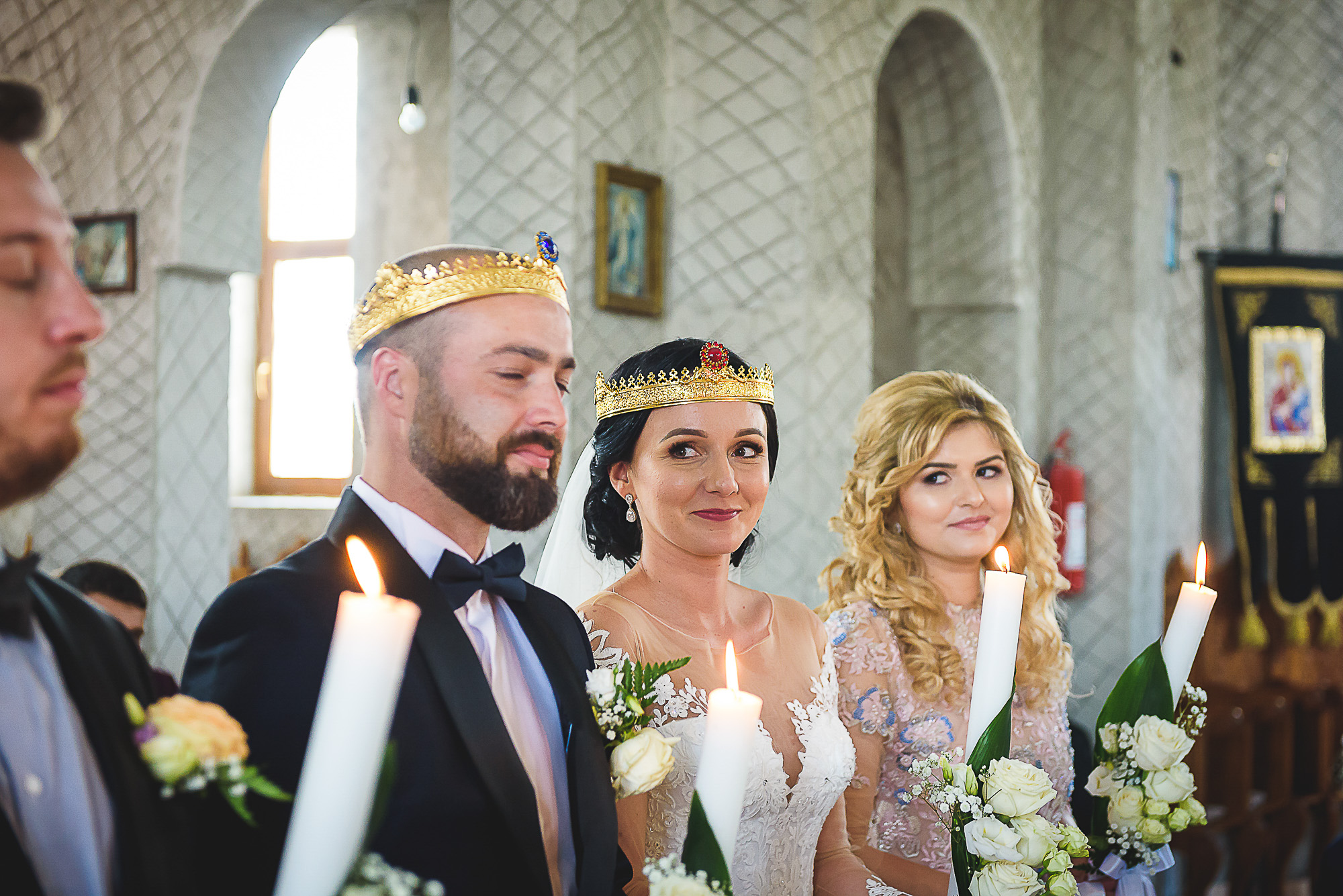 privirea miresei, cununia religioasa, biserica ortodoxa, fotografie creativa de nunta, fotograf nunta mures, foto nunta reghin, foto video reghin, foto video nunta mures