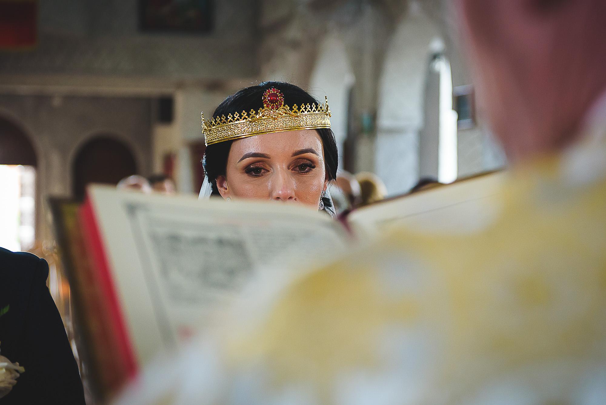 ochii miresei, ochi de mireasa, cununia religioasa, biserica ortodoxa, fotografie creativa de nunta, fotograf nunta mures, foto nunta reghin, foto video reghin, foto video nunta mures