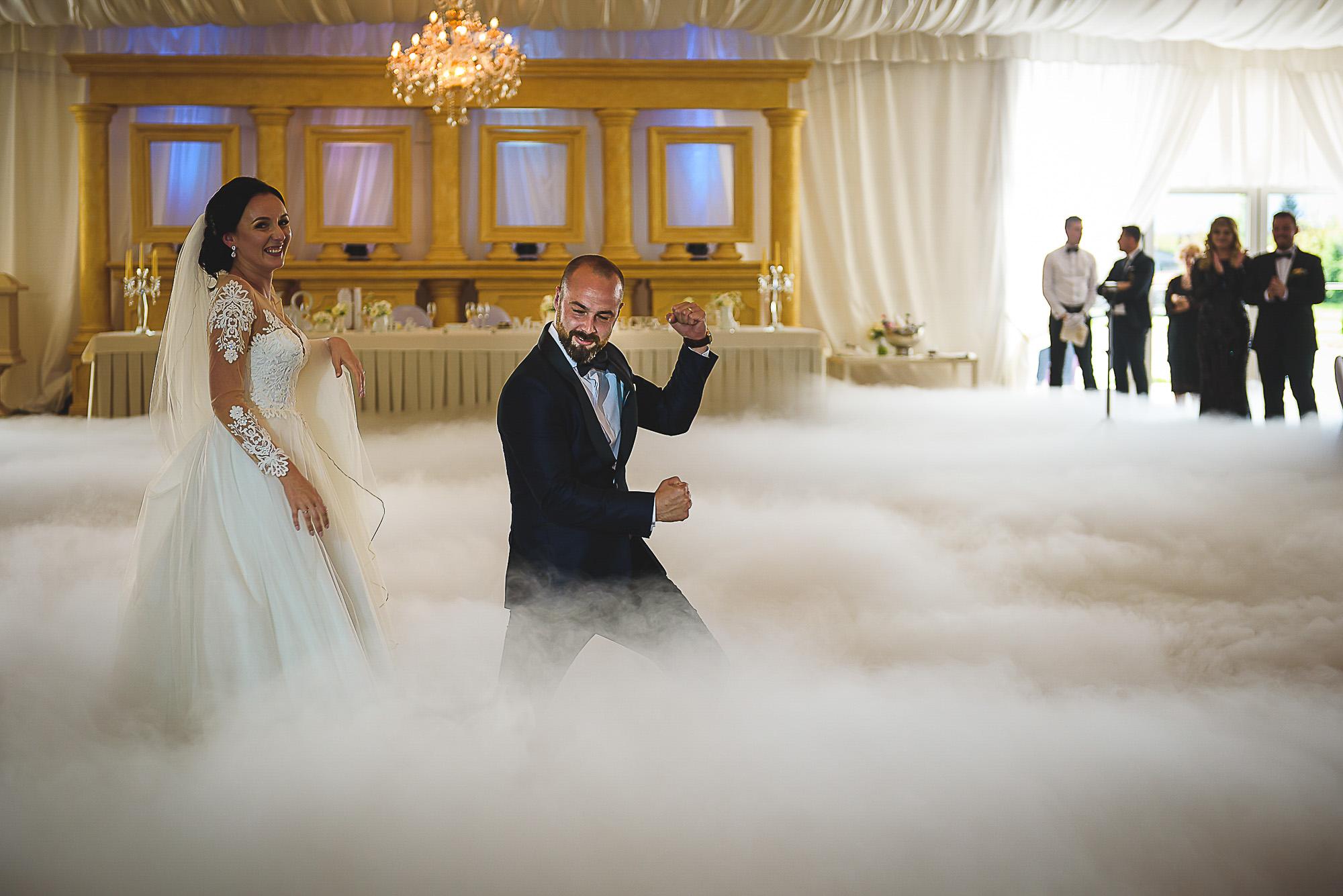 dansul miriilor, centrul de evenimente RAB, sangeorgiu de mures, fotografie creativa de nunta, fotograf nunta mures, foto nunta reghin, foto video reghin, foto video nunta mures